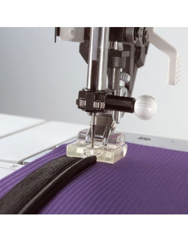 Pfaff Sewing Machine with IDT Invisible Zipper Foot
