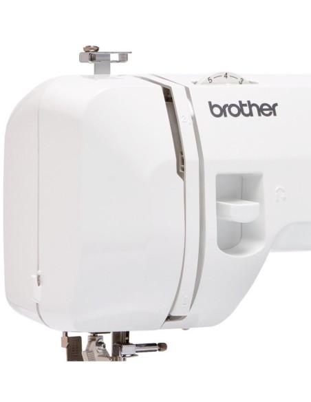 La leva per la fermatura e il rinforzo del punto è comoda e in posizione ottimale nella Macchina per Cucire Brother XN2500
