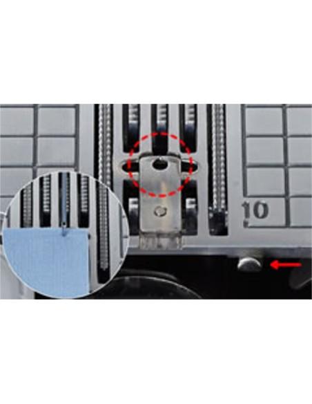 La placca ago con foro singolo della Juki HZL-DX7 permette impunture professionali