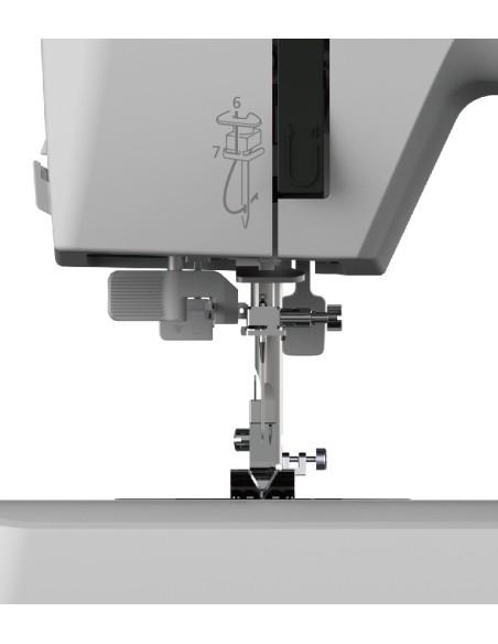 Machine à coudre Necchi Q132A avec boutonnières automatiques et enfileur d'aiguilles automatiques