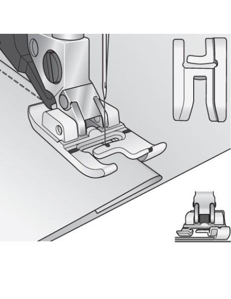 La forma estudiada del pie de 2 niveles permite la costura profesional en los bordes.