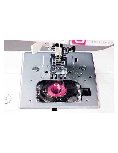 La Macchina da Cucire Juki HZL-29Z adotta un crochet rotativo con bobina a carica dall'alto e l'infila-ago automatico