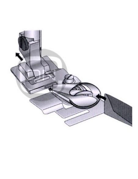 Il Piedino Bordatore per Macchine da Cucire consente di apllicare sbieco e nastri senza imbastire