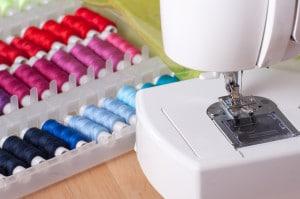 Come utilizzare una mini macchina da cucire: una guida