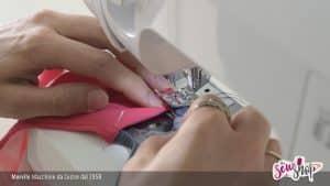 Costume da bagno personalizzato con la macchina per cucire